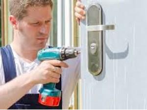 How to fix internal doors
